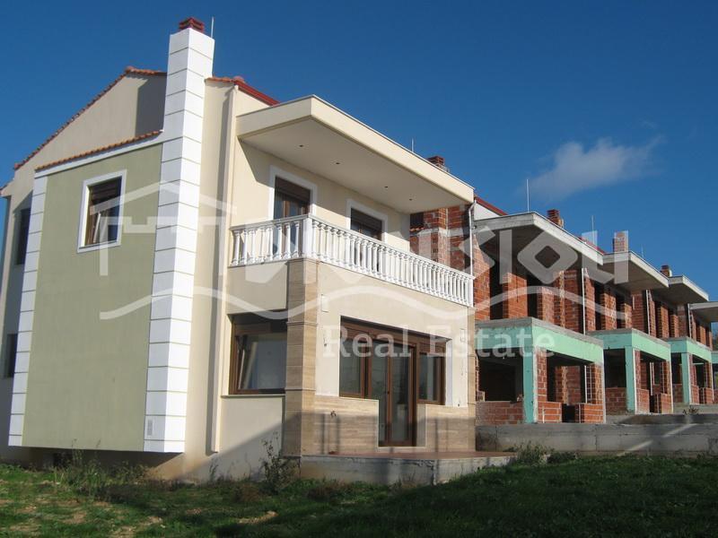 Дом в Неа Мудания недорого